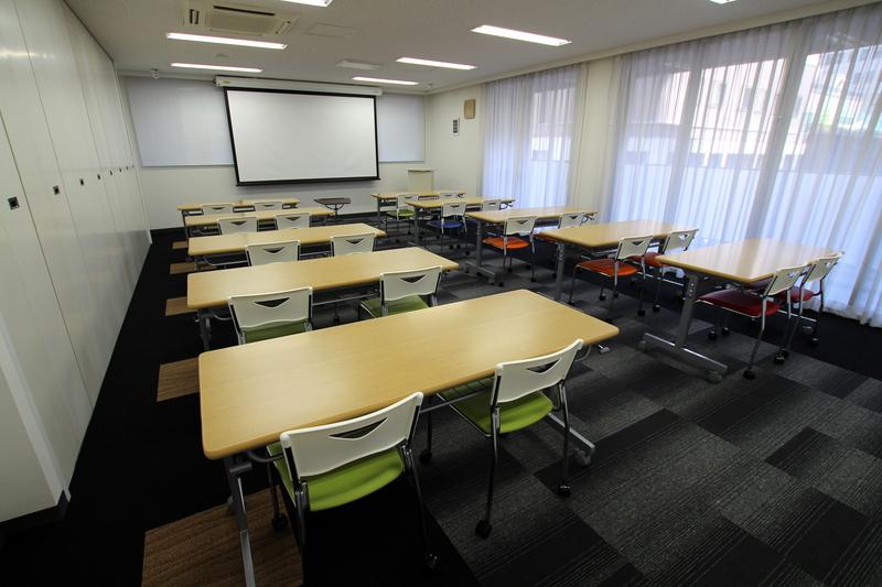 社内研修と社外研修のメリットを兼ね備えた研修会場