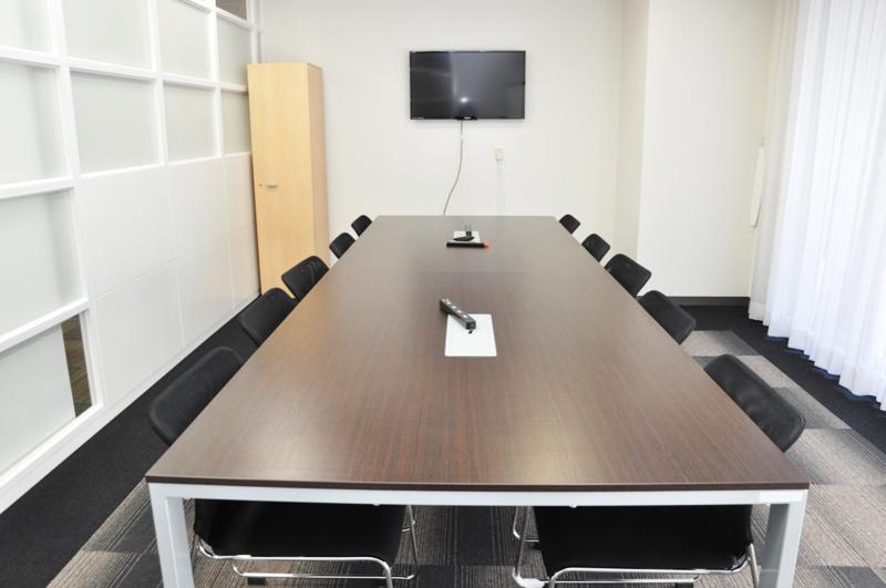 重厚感のある会議室(L)