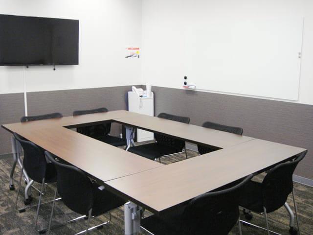 ロの字型の貸し会議室